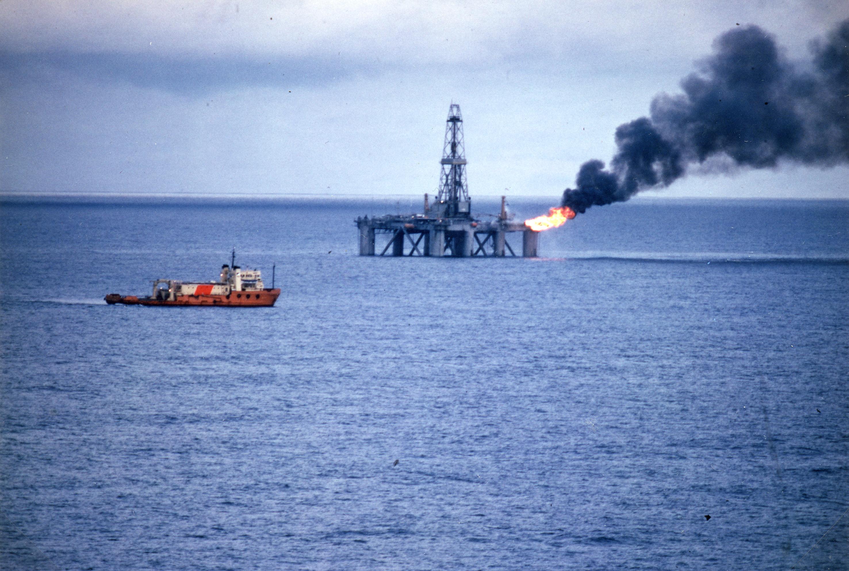 26. juni 1984 gjorde boreriggen Borgny Dolphin funn av olje på Draugen for Shell. Dette bildet av riggen er trolig fra Valhall. Foto: Hilde Hysing-Dahl